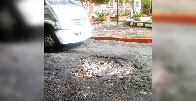 Tránsito pesado. En calle de los Arcos, al reblandecimiento del asfalto por las lluvias se suma el aumento de la carga vehicular.