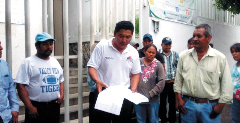 Reclamo. Habitantes de la comunidad El Chivatero se manifestaron afuera de la Fiscalía General del Estado para exigir el cese de las investigaciones en su contra.