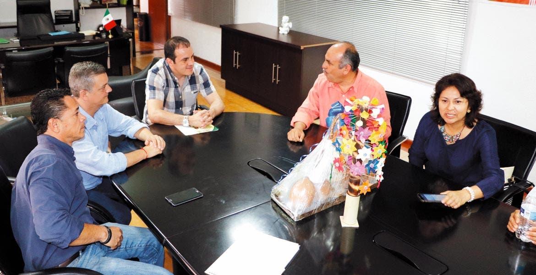 Acercamiento. Los alcaldes de Cuernavaca y Coatlán del Río, Cuauhtémoc Blanco y César Franco, hablaron de las áreas de oportunidad en sus municipios.