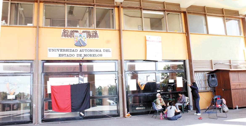 Levantan. Empleados de la UAEM regresaron a sus labores cotidianas, tras levantar la huelga el sábado debido a que les adeudaban parte del aguinaldo y la catorcena.