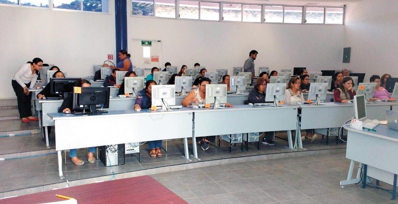 Se acumulan. El IEBEM informó que producto de las recientes jubilaciones, se abrieron 30 plazas más para los docentes.