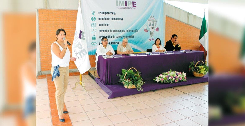 Relevo. En el Colegio Carmen Sallés, se le tomó protesta a Ivonne Rosales como comisionada presidenta del IMIPE