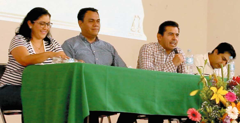 Actualizan. Consejeros de Impepac actualizan a ciudadanos en materia electoral.