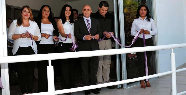 Evento. El fiscal Javier Pérez Durón y la coordinadora del COE zona Metropolitana, Eva María Ríos Ortega inauguraron las nuevas instalaciones.
