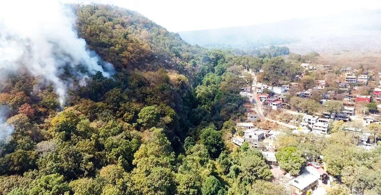 Siniestro. Las brigadas de SDS, Conafor, Bomberos de Cuernavaca y Protección Civil Estatal trabajaron arduamente para sofocar un incendio forestal en el cerro de La Herradura, en el poblado de Ahuatepec.