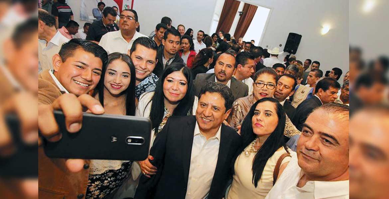 Asistentes. El legislador Matías Nazario Morales fue acompañado por militantes y funcionarios que acudieron a su informe de labores.