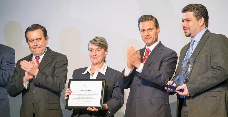 Galardonados. El año pasado, Equipos Médicos Vizcarra recibió el galardón de manos del presidente Enrique Peña Nieto.