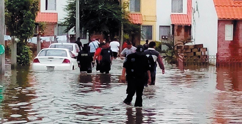 Daños. Más de 100 casas de las unidades habitacionales El Higuerón, San Gerónimo, los Arrozales y La Pastrana, quedaron inundadas, tras la lluvia que azotó el domingo en la noche y ayer en la madrugada a Jojutla.