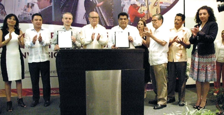 Compromiso. Ante representantes de los sectores productivos de la entidad , el mandatario Graco Ramírez informó los avances del Pacto por la Legalidad, Certeza, Inversión y Empleo.