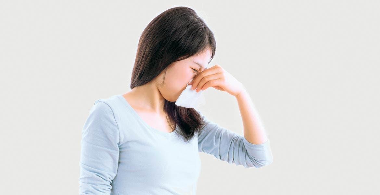 En caso de que un paciente sea asmático o tenga rinitis alérgica, debe acudir a su médico para que se determine el origen del problema.