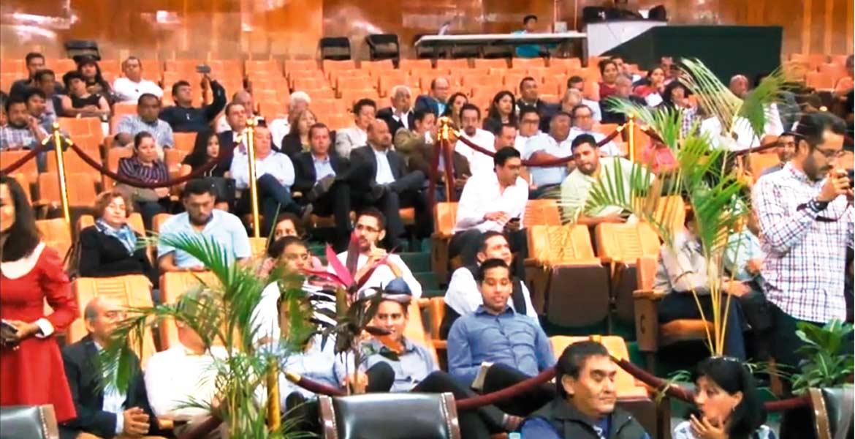 Público. A la sesión de ayer asistieron habitantes de Cuautla y representantes de otros sectores para atestiguar el trabajo legislativo, que arrojó ayer algunos exhortos, así como la presentación de la petición de la ESAF de mayor presupuesto.