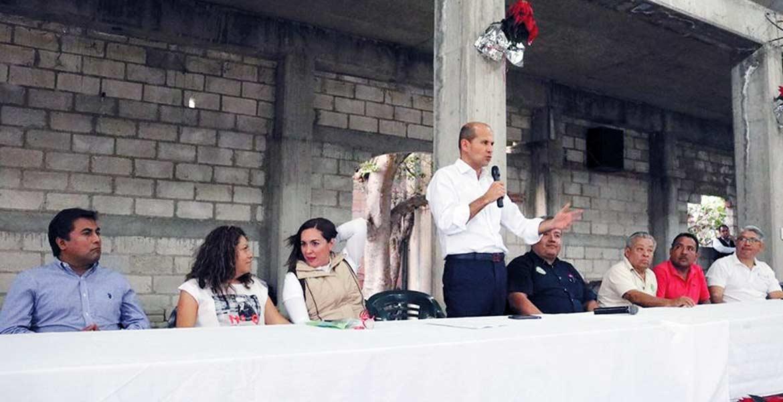 Apoyo. Vecinos de la colonia Josefa Ortiz de Domínguez recibieron ayuda para terminar la construcción de la iglesia de la comunidad.
