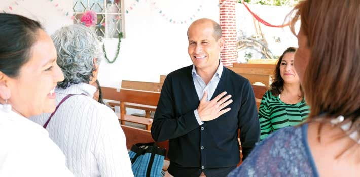 Reunión. Jaime Álvarez tuvo un encuentro con vecinos de Chamilpa para apoyarlos a edificar iglesia