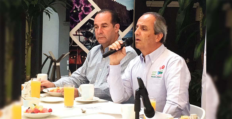 Presentación. Mariano Oropeza, presidente del Consejo Estatal de Plantas Ornamentales, y Federico Martínez, presidente del Consejo Mexicano de la Flor