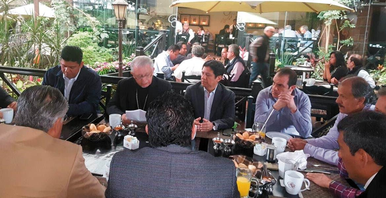 El diputado federal Javier Bolaños acudió a invitación del Obispo de Cuernavaca a mesa de análisis y reflexión, acompañado por líderes sociales y funcionarios