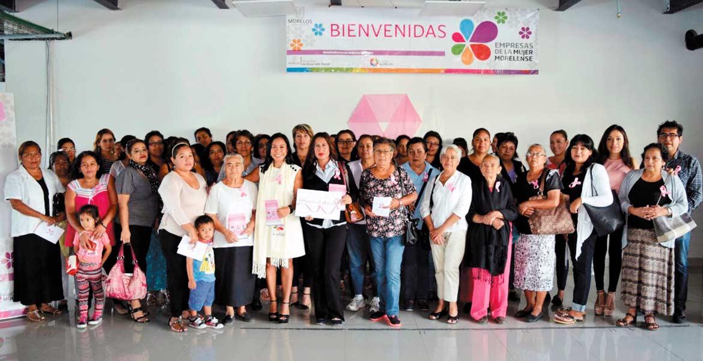 Evento. La titular de Sedeso y el coordinador del Programa de Cáncer informaron a las integrantes de Empresas de la Mujer sobre los riesgos de no cuidar la salud.