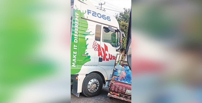 Chocan camión y camioneta en Jiutepec