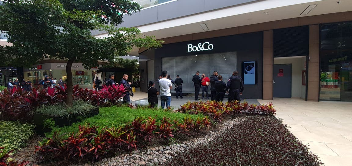 Frustran asalto en joyería de Plaza Averanda, en Cuernavaca