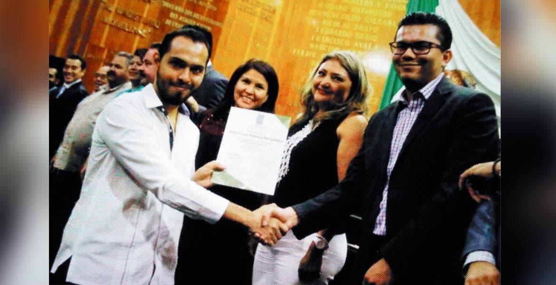 Mérito. Julio Rutiaga, de Diario de Morelos, recibió reconocimiento por su participación con trabajos sobre el Chinelo.