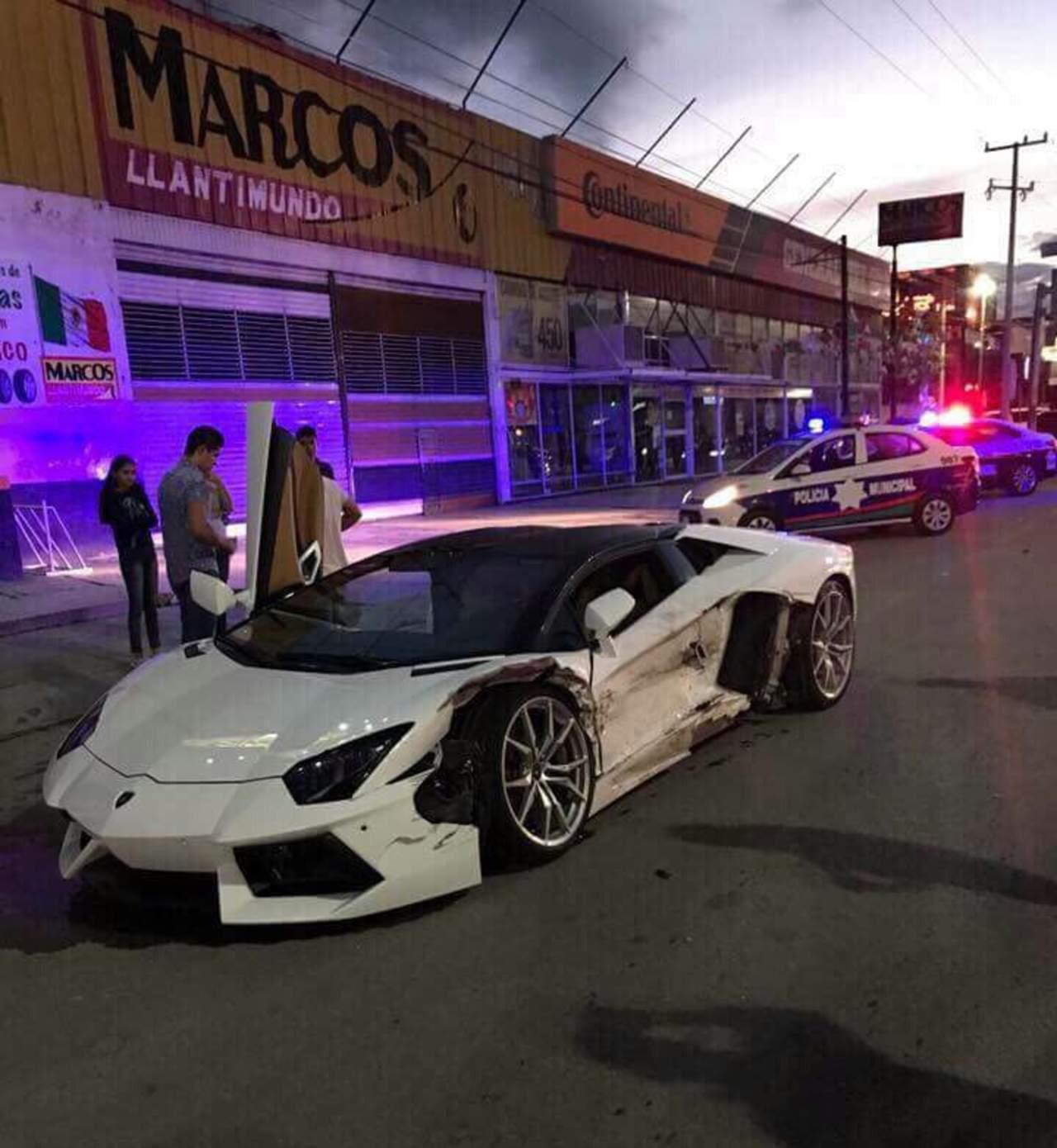 Taxista choca contra Lamborghini; conductor lo perdona