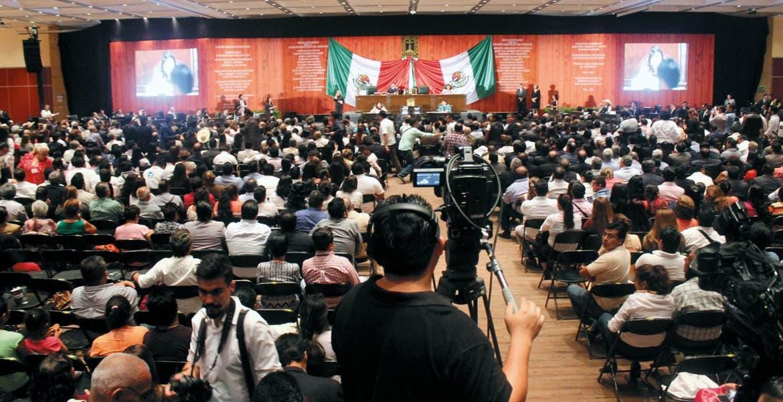 Sesión solemne. En el Centro de Convenciones de Xochitepec inició el segundo año legislativo de la LII Legislatura, con la asistencia del Gobernador Graco Ramírez.