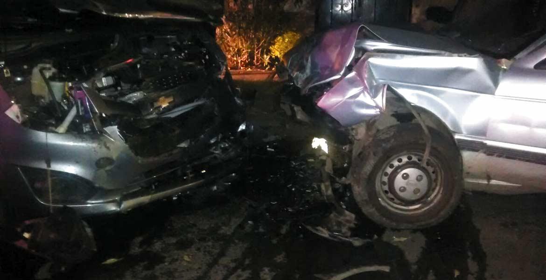 Accidente. Tres personas resultaron lesionadas al chocar un Spark y un Tsuru.