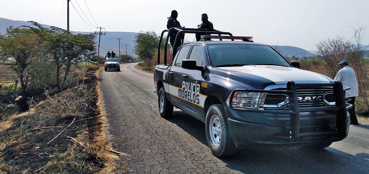Tiran cadáver con mensaje en Tlaquiltenango