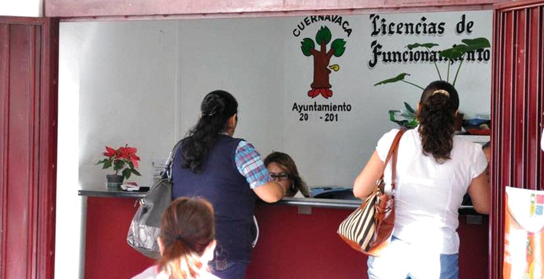 Señalamiento. El alcalde Cuauhtémoc Blanco exhortó a las personas a que denuncien a los malos empleados que pidan dinero para conceder licencias de funcionamiento o cualquier trámite.