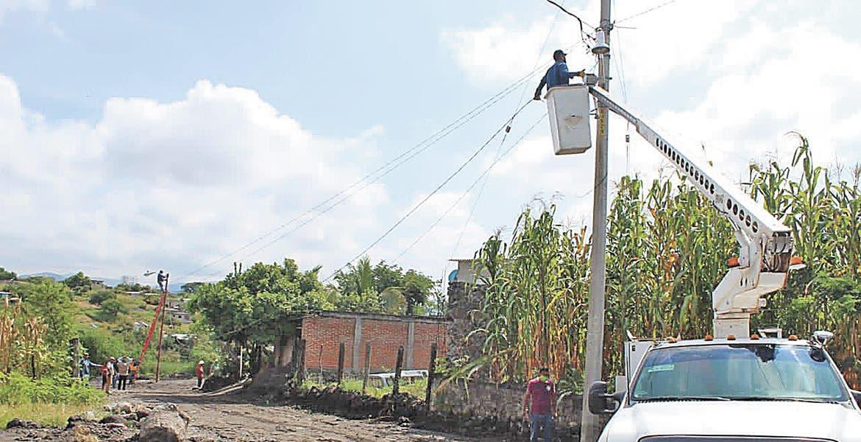 Cumple Antonio Villalobos y lleva luz para La Isla