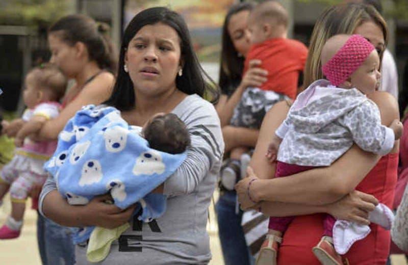 Niñas y madres — México social