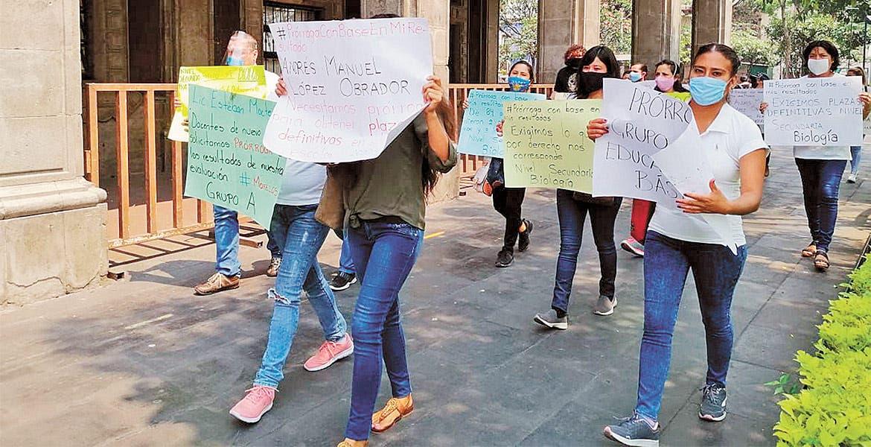 Mitin de maestros en Cuerna; piden más plazas y ampliar contrato a interinos