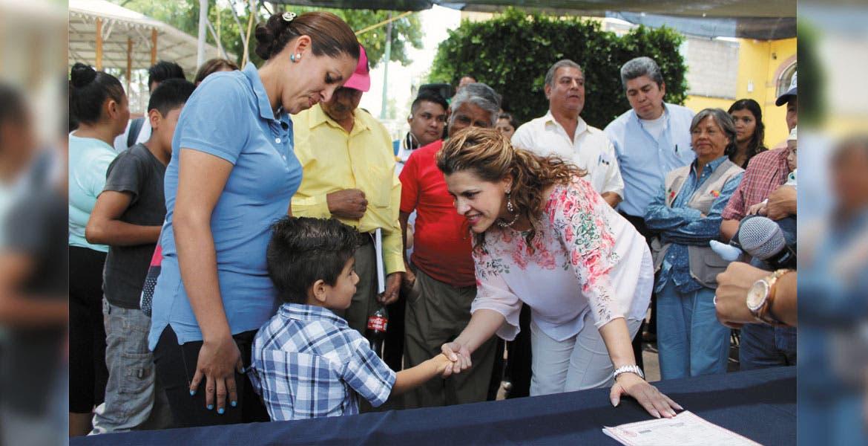 Cuidados. Ángela PatriciaMora González, titular de Salud, aseguró que se deben reforzar acciones en los menores de edad para que crezcan y se conviertan en adultos sanos.