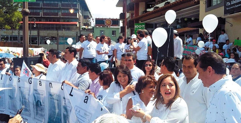 Presentes. Diputadas y diputados del PAN acompañaron la manifestación.