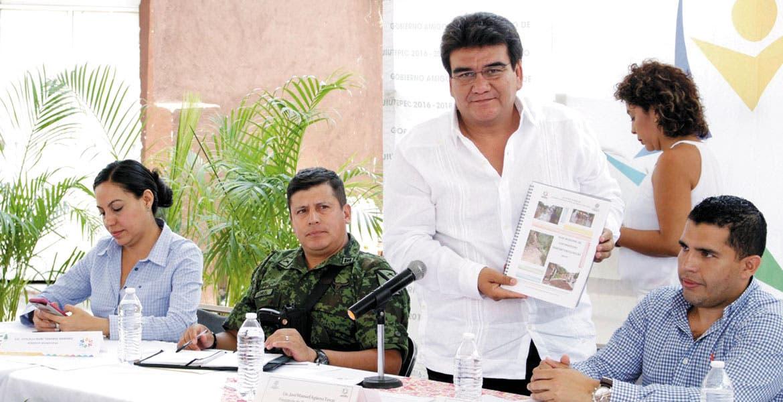 Comité de Contingencias. El alcalde Manuel Agüero señaló que es necesario coordinar esfuerzos para atender cualquier emergencia.