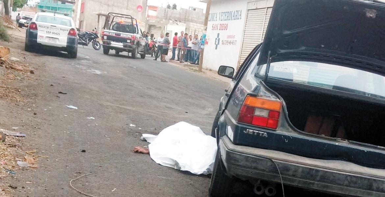 El deceso. Ramón murió al ser arrollado y quedar atorado en una de las llantas del auto, presuntamente guiado por un policía, cuando viajaba en su moto.