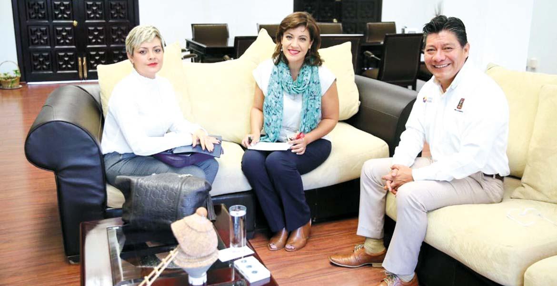 Cuentas. Elvia Aguilar Sanders, titular del SNE, y el secretario de Gobierno, Matías Quiroz, hablaron del crecimiento en la atención a desempleados.