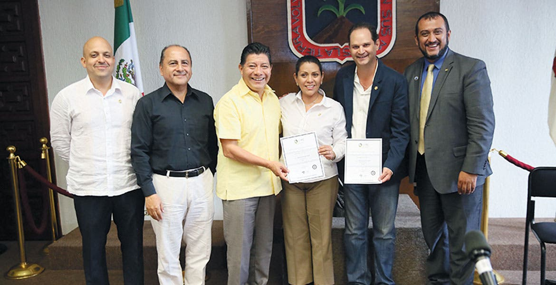 Reunión. El secretario de Gobierno, Matías Quiroz, reconoció el trabajo de los empresarios en diversos ámbitos en favor de Morelos.
