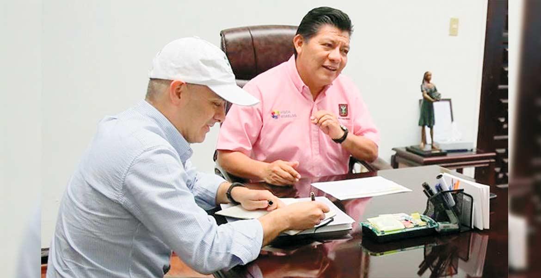 Diálogo. El secretario de Gobierno, Matías Quiroz, con el presidente del Consejo Coordinador Empresarial, Juan Pablo Rivera.