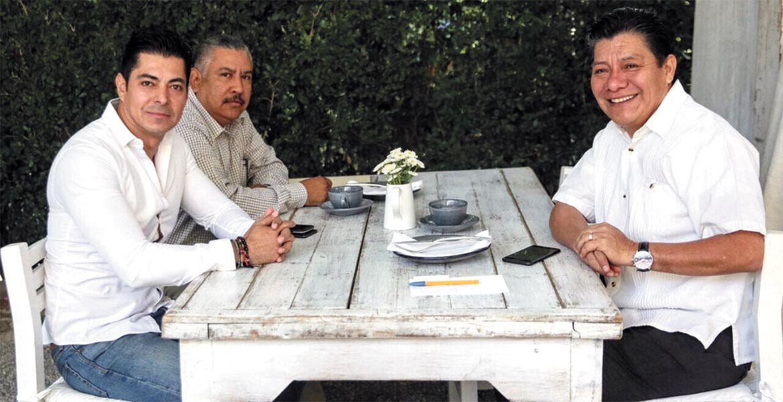 Municipios. El secretario Matías Quiroz, con el encargado de despacho del Idefomm, Rodolfo Tapia, y el director Saúl Malpica.