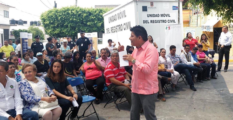 Evento. El secretario de Gobierno, Matías Quiroz Medina, durante la inauguración del Centro de Atención Ciudadana Móvil (CACIM), en la colonia Carolina.