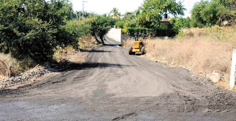 Trabajos. Autoridades municipales se encuentran aplanando y reencarpetando varias calles de las colonias de Cuautla, para dar mejores vialidades a la ciudadanía.