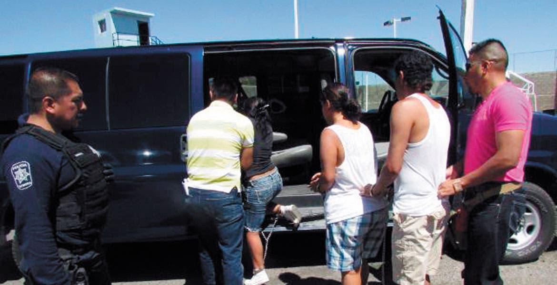 Trasladan. Karla fue detenida el 26 de junio del 2013 junto con José Antonio Vergara Villagómez y Sabina Sánchez Palma en Sonora, de donde los enviaron a Morelos.