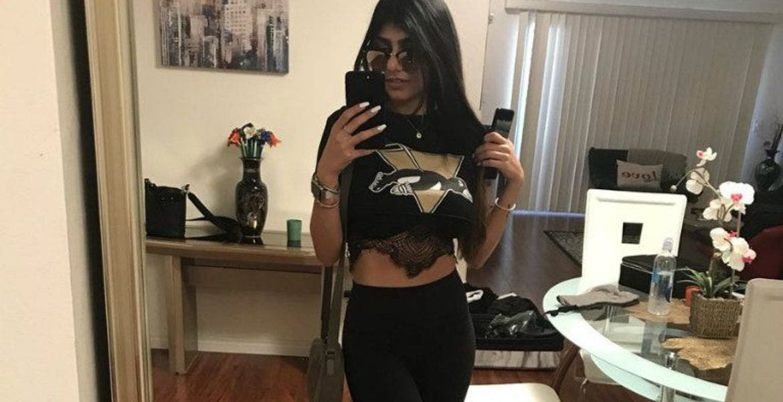 Mia Khalifa es expulsada de un partido de béisbol