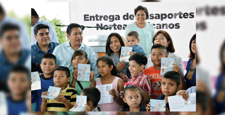 Beneficio. Dan certeza jurídica e identidad a hijos de migrantes morelenses con la gestión de pasaportes ante la Embajada Norteamericana.