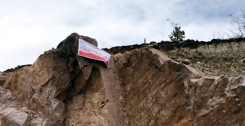 Sellos. La Profepa colocó mantas en las minas, por carecer de permisos para la extracción de material pétreo.