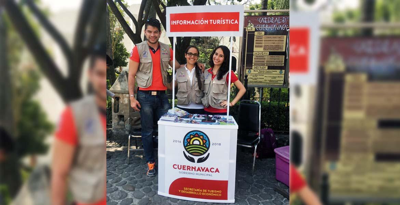 Atención. Durante el primer fin de semana de las vacaciones, cada módulo de información atendió a 200 personas que arribaron a Morelos en busca de relajación.