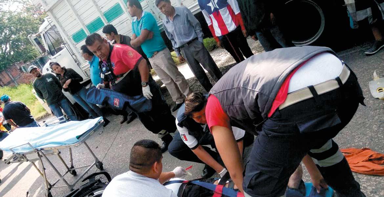 Atención. Gerónimo Francisco resultó lesionado al chocar en su moto de frente contra un camión en Yautepec.