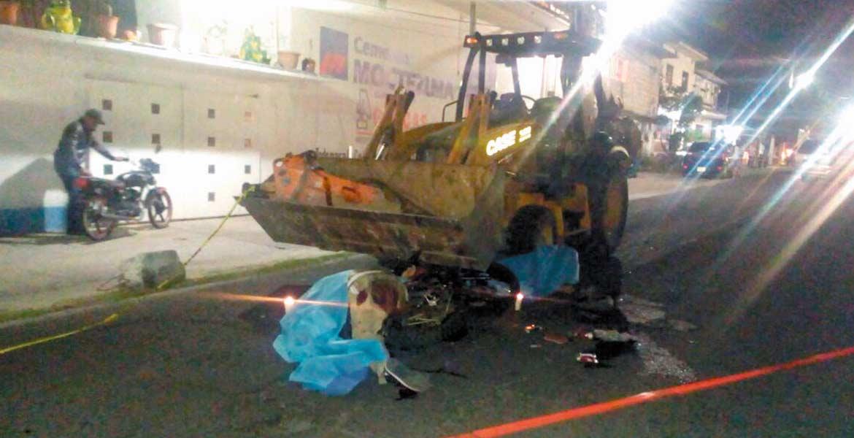 Temoac, MORELOS.- Una pareja de motociclistas murió al chocar de frente contra una retroexcavadora, cuando circulaban por la carretera Temoac-Zacualpan, presuntamente en estado etílico.