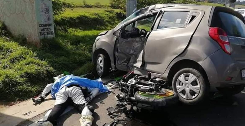 Se mata motociclista en la Xochimilco-Oaxtepec, tras chocar contra un auto