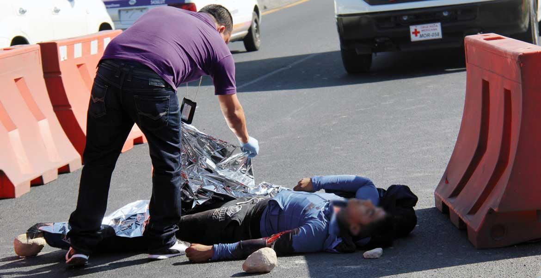 Diligencias. Un motociclista murió al derrapar en la autopista México-Acapulco, a la altura del Paso Express, en Tabachines.